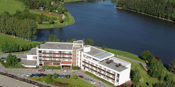 Hotel Adamantino*** u Luhačovické přehrady s plnou penzí, neomezeným wellness a mnoha možnostmi zábavy