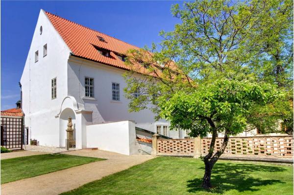 Romantický hotel Monastery **** v klidné zahradě s výhledem na Pražský hrad