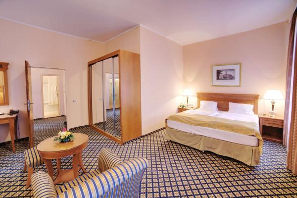 Spa hotel Lauretta**** v prestižní lokalitě Karlových Varů pouhé 3 minuty chůze od kolonád s plnou penzí a relaxačními či lázeňskými balíčky