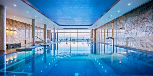 Relax, polopenze a nádherný výhled přímo z bazénu v hotelu Bachledówka & SPA ***