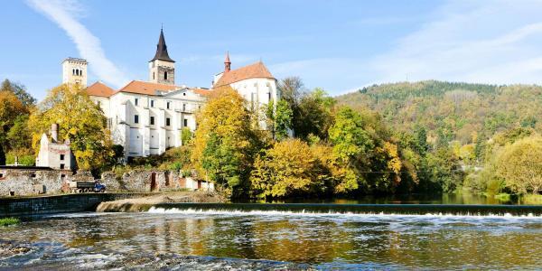 Hotel Sázavský Ostrov v malebné podzimní krajině kolem řeky Sázavy s polopenzí, dítětem do 5 let zdarma a výběrem variant s kulturou či relaxem