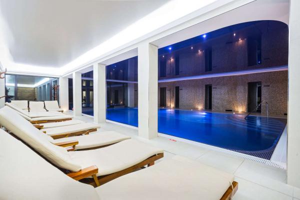 Podzim a zima v luxusním Zámku Lužec Spa & Wellness Resort**** s polopenzí a možností neomezeného wellness