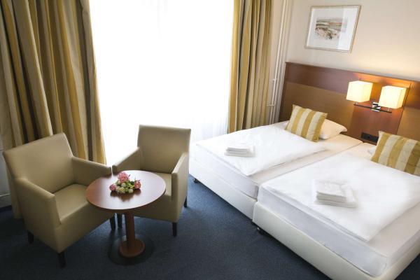 Karlovy Vary s ubytováním v hotelu Marttel*** pro dvě osoby se vstupem do lázní či masáží