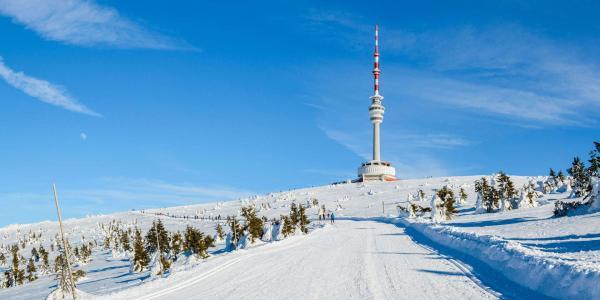 Pobyt ve vysílači Praděd ve výšce 1492 m n.m. včetně polopenze pro 2 osoby. Nejvýše položený hotel a restaurace v ČR!