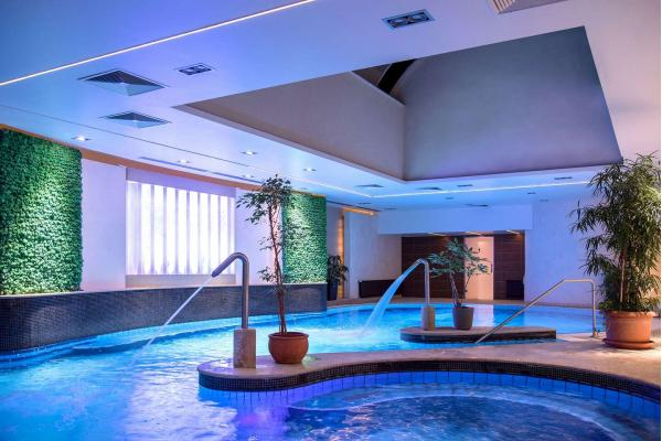 Wellness dovolená s polopenzí v hotelu Palace **** na pěší zóně jen 11 minut chůze od jezera Hévíz