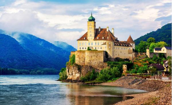 Jednodenní výlet do rakouského údolí Wachau s návštěvou městeček Melk a Krems včetně služeb průvodce