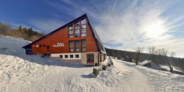 Zimní sezóna v Krkonoších se saunou, vířivkou a ubytováním v Hotelu Vltava pro 2 + 2 děti do 15 let zdarma