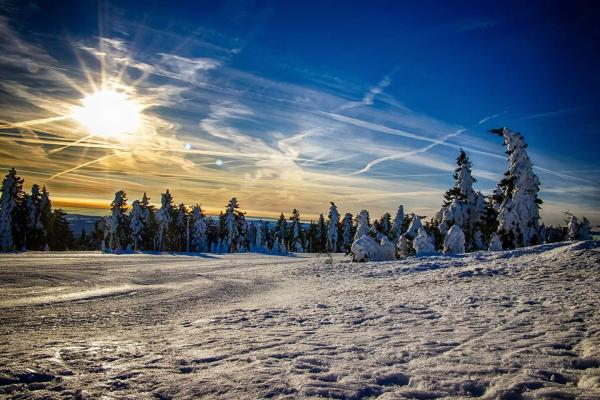 Bestseller zimy v podobě dovolené či Silvestra v Krušných horách s polopenzí, neomezeným vstupem do bazénu a saunou v hotelu Central***