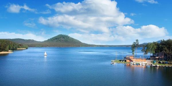 Jarní či letní pobyt v Depandance hotelu Bezděz u Máchova jezera s polopenzí a neomezeným vstupem do bazénu