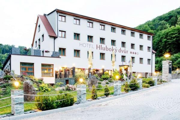Wellness hotel Hluboký dvůr*** s neomezeným vstupem do wellness a saunového světa, polopenzí a mnoha zážitky v okolí hotelu do června 2021