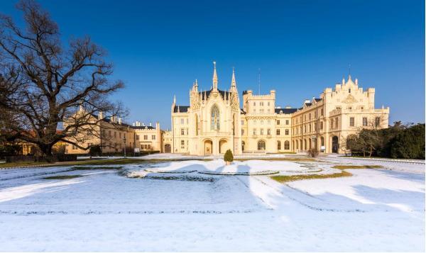 Pobyt kousek od zámku v Penzionu Myslivna v Lednicko-valtickém areálu s polopenzí, vínem a platností až do prosince 2021