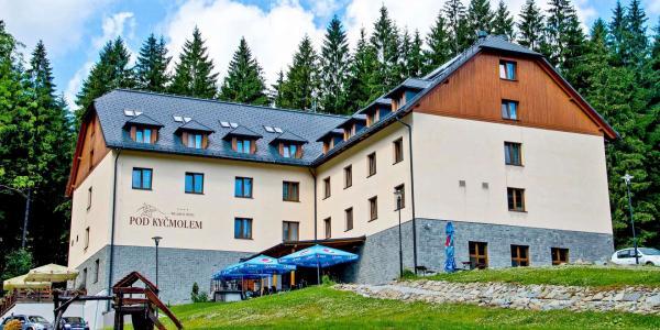 Neomezené wellness uprostřed beskydské přírody ve 4* hotelu Pod Kyčmolem s polopenzí po celý rok 2021