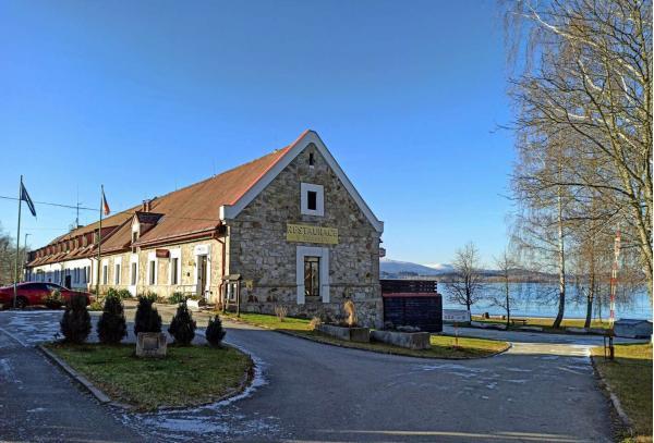 Celoroční pobyt v hotelu Jestřábí přímo na břehu Lipenského jezera se snídaní či polopenzí