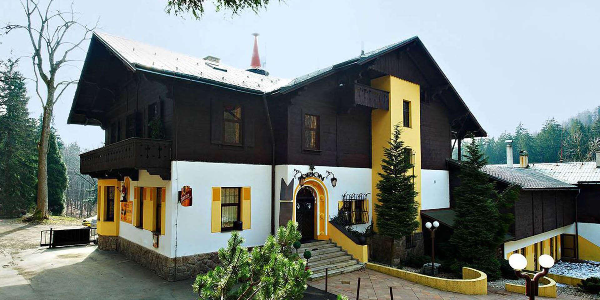 Jizerské hory na 2 noci v hotelu Orion s výhledem na Ještěd, snídaněmi a až 2 dětmi do 15 let zdarma