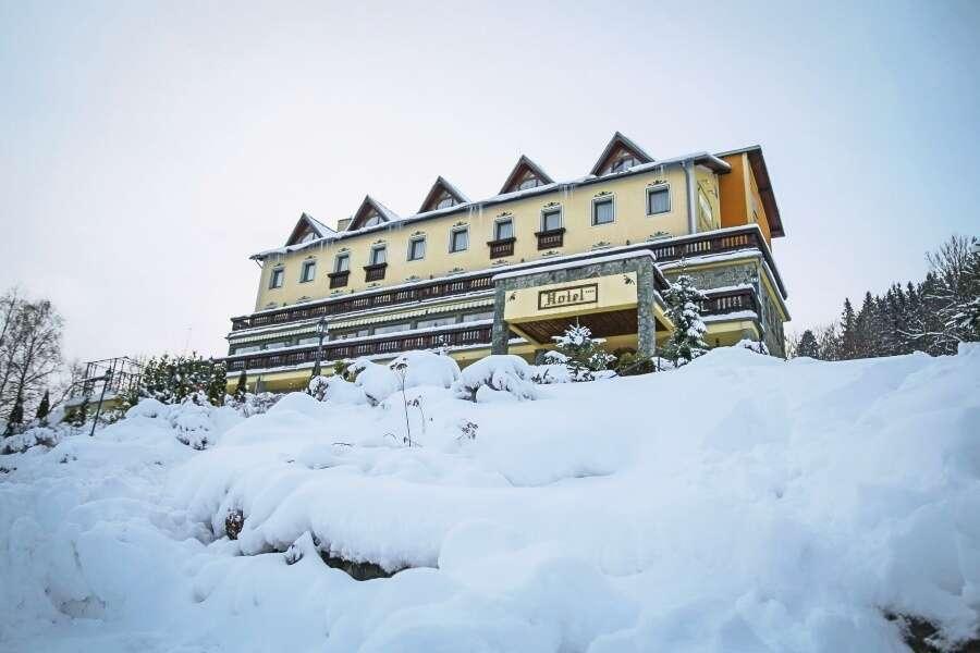 Zima na Kysucích u běžecké magistrály v Hotelu Husárik **** aneb dovolená v čisté přírodě s regionálními specialitami