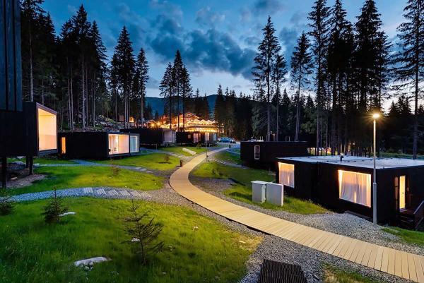 Björnson Tree Houses na rok 2021 s unikátními chatkami v lese pod Chopkem s polopenzí, wellness a dítětem zdarma