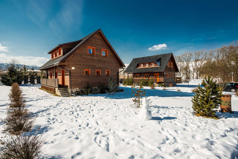 Sojka resort v zimě pro 6 osob na Liptově v stylových roubenkách