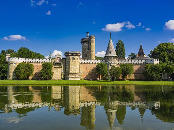 Výlet do Rakouska na zámek Franzesburg, k podzemnímu jezeru a návštěvou čokoládovny s CK Akord