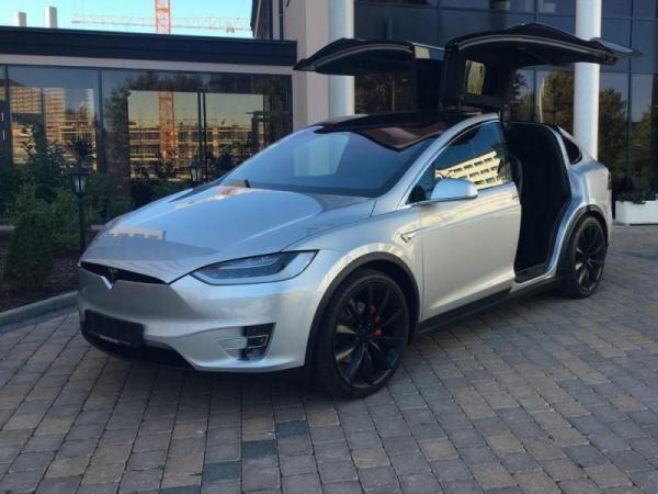 Zážitková jízda elektromobilem Tesla X