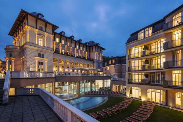 Luxusní pobyt ve Falkensteiner Spa Resort v Mariánkách s neomezeným vstupem do saunového světa a bazénů, polopenzí a koupelem