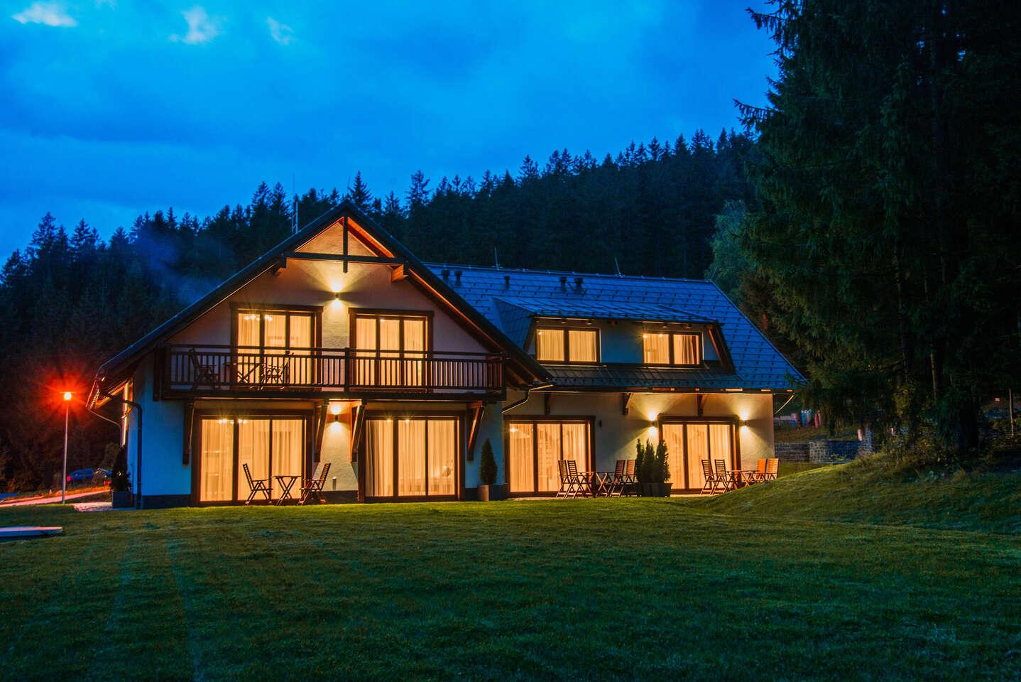 Luxusní ubytování pro 4 až 6 osob v Apartmánech Bílá 188 s plně vybavenou kuchyní, krbem a překrásným výhledem na beskydské vrchy