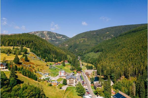 Plná penze, all inclusive na konzumaci nápojů i relax ve wellness v horské chatě Orlík v srdci Krkonoš a s platností až do listopadu 2021
