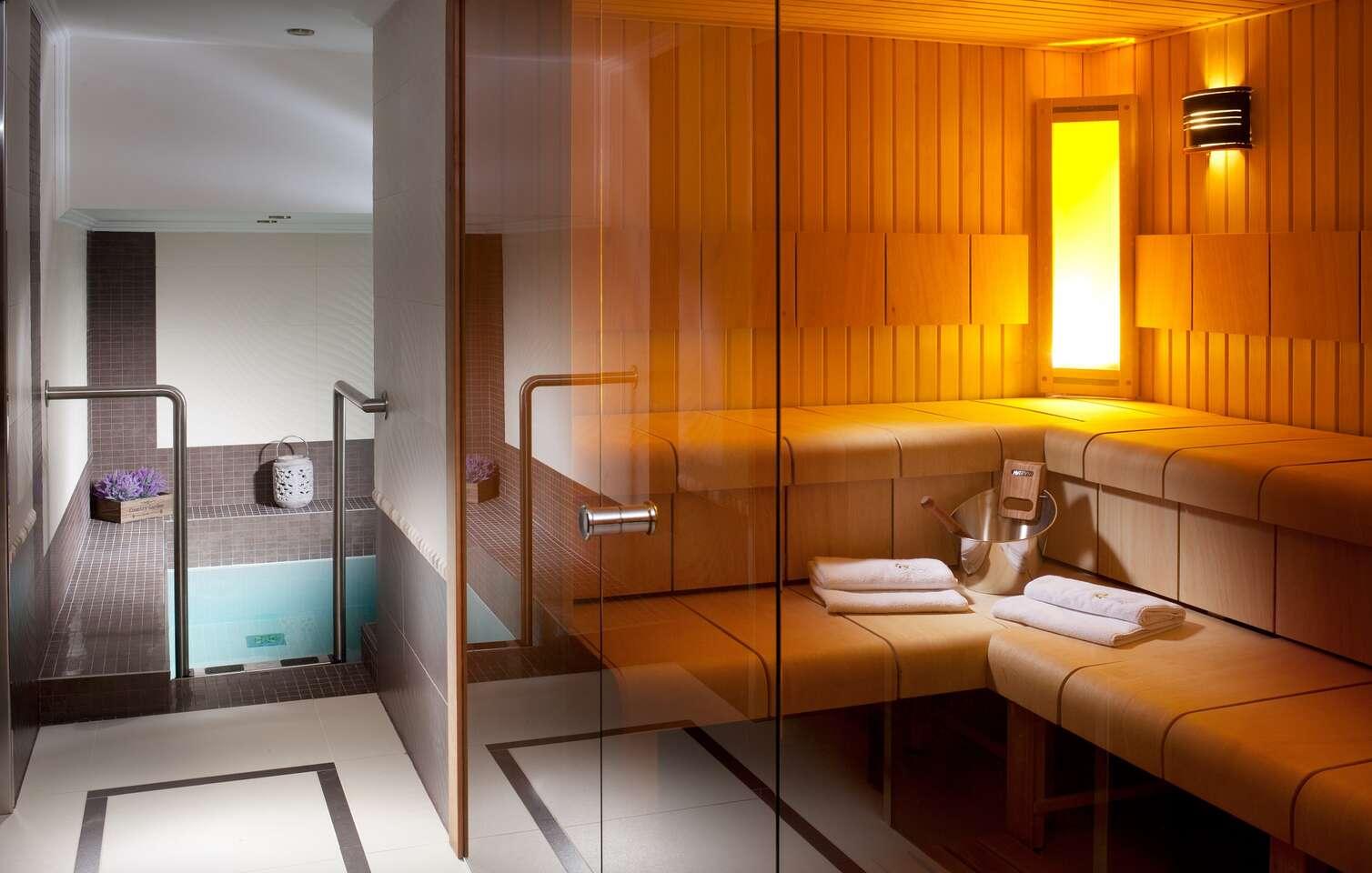 Zasloužený relax ve vyhlášeném hotelu Excelsior **** s neomezeným bazénem, římskými lázněmi, vybranými procedurami a polopenzí v Mariánských Lázních