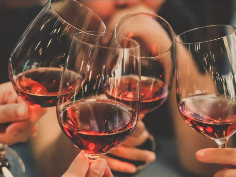 Venkovní úniková hra Tour de wine Praha