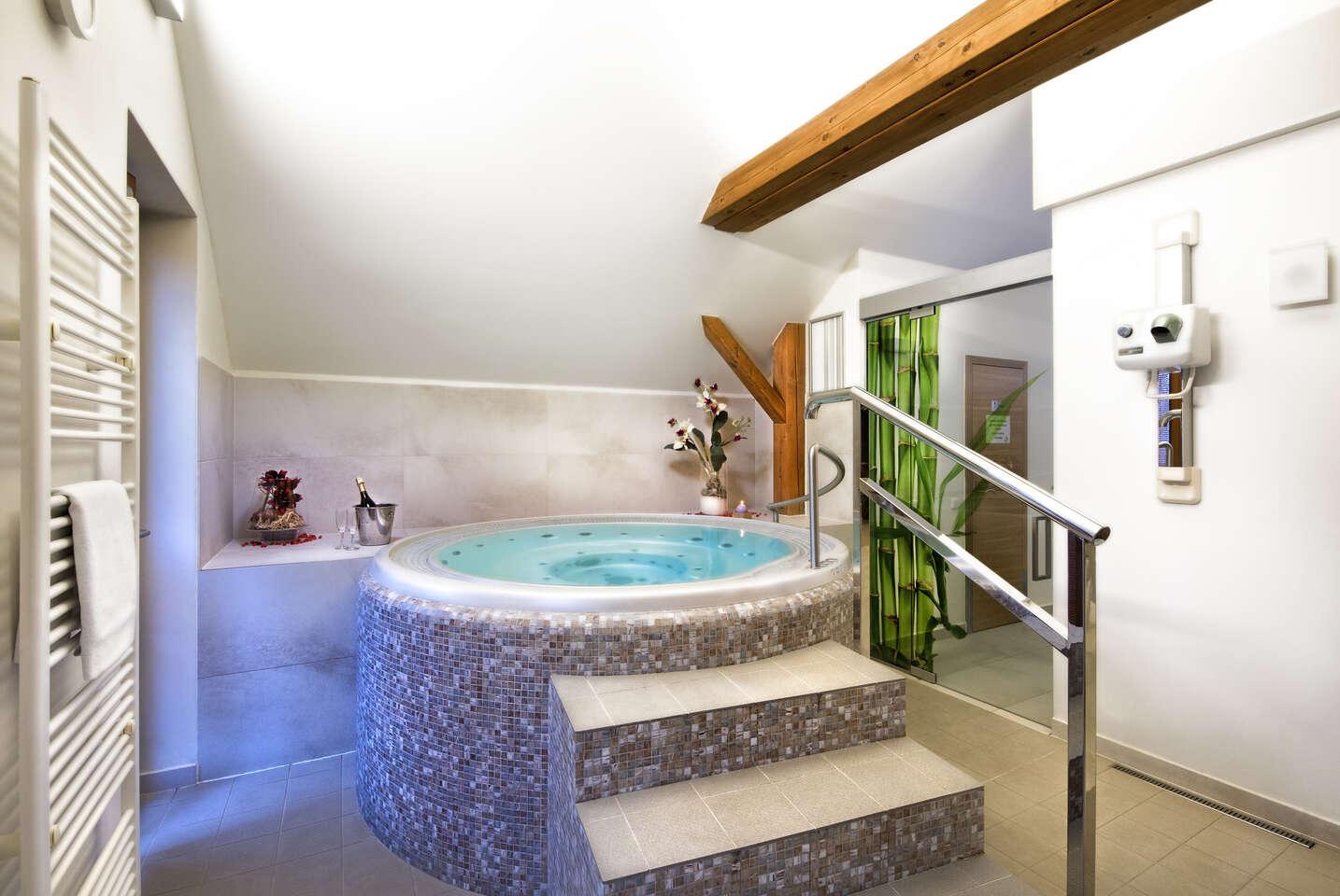 Romantická dovolená s wellness nebo pobyt s aktivity pro dva + 1 dítě zdarma v moderním Hotelu Tvrz Orlice s historickou atmosférou a polopenzí