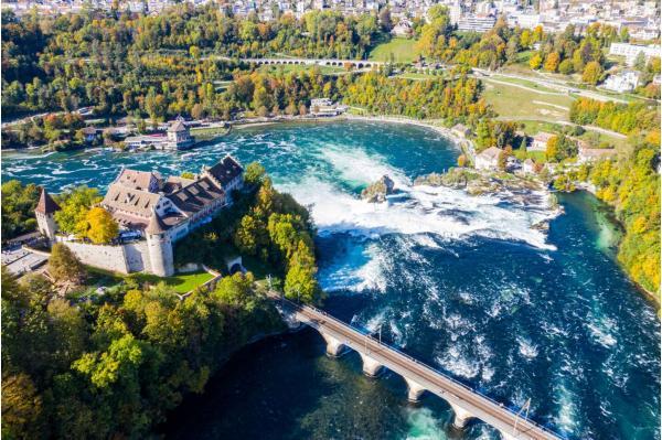 Víkendový zájezd za dechberoucími Rýnskými vodopády včetně návštěvy pohádkové vesničky Steinam Rheina Curychu neboli perly Švýcarska