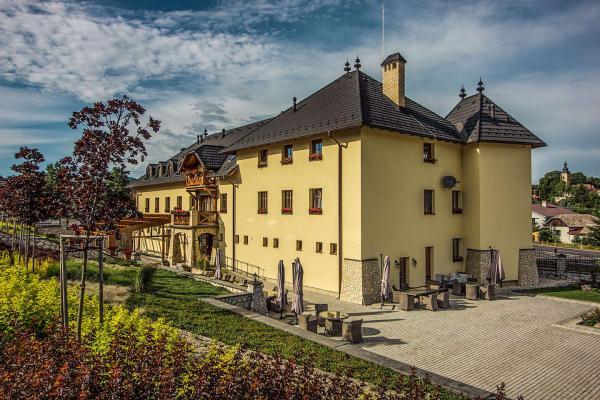 NOVINKA: Léto plné zážitků v Chateau Hunting *** s privátním wellness, e-koly a pozorováním zvěře