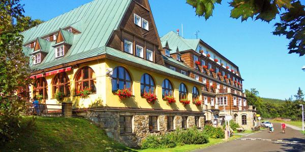 Barevný podzim na Pustevnách v hotelu Tanečnica*** s polopenzí a bazénem, jen 500 m od nové stezky v korunách stromů