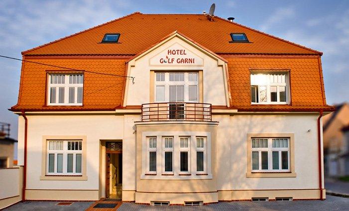 3denní pobyt se snídaní a vínem pro 2 v hotelu Golf Garni*** v Mikulově