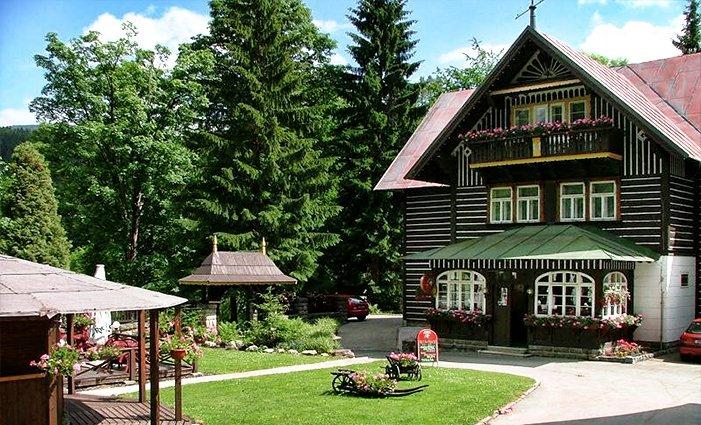 3 nebo 5denní pobyt s polopenzí a neomezenou saunou v hotelu Tři růže ve Špindlu pro 2