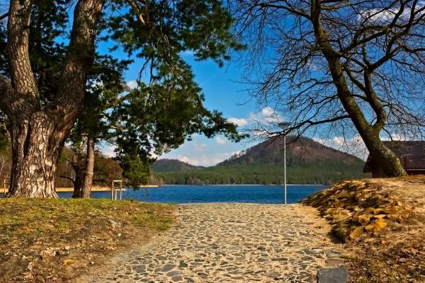 Rodinná dovolená na břehu Máchova jezera v Hotelu Bezděz*** s polopenzí a bazénem bez omezení