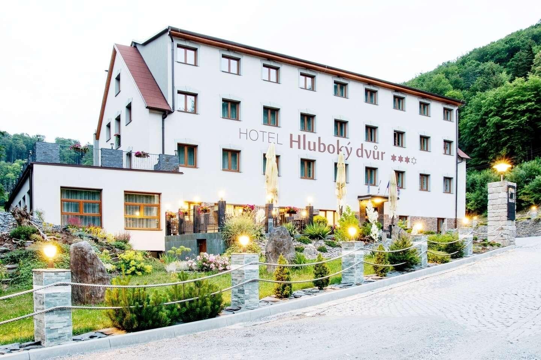 Wellness hotel Hluboký dvůr*** s neomezeným vstupem do wellness a saunového světa, polopenzí a mnoha zážitky v okolí hotelu