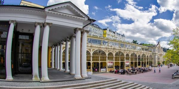 Lázeňské lenošení v centru Mariánských Lázní v hotelu Villa Dino s polopenzí, wellness procedurami a platností až do března 2022