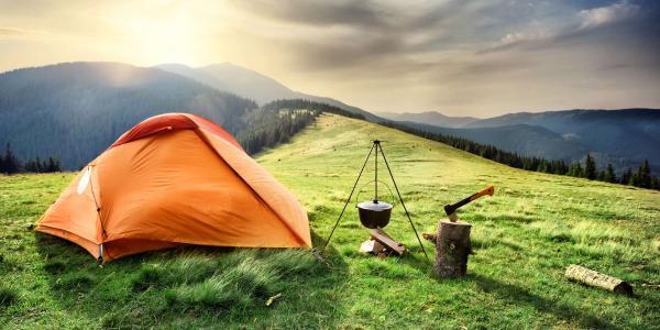 Outdoorový zážitek, přespání ve stanu v krkonošské přírodě se snídaní a hodinou ve společné sauněna Dvorské boudě až do listopadu 2021