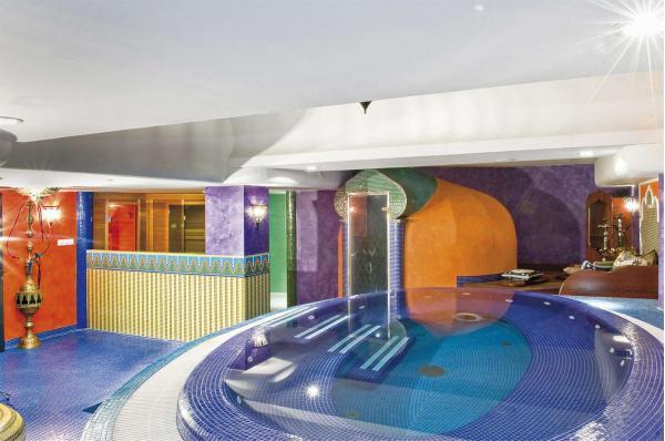 Orientální Amira Boutique Hotel **** s volným vstupem do wellness u termálního jezera Hévíz