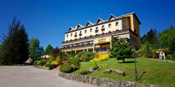 Hotel Husárik ****: Dovolená v čisté přírodě, s bazénem a regionálními specialitami