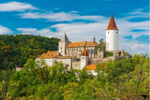 Od léta do zimy pod středověkým hradem Křivoklát se snídaní či polopenzí na 3 až 5 dní