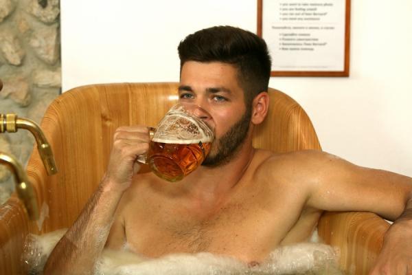 Pivní koupel s neomezenou konzumací piva Bernard Praha