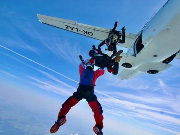 Výcvik volných pádů ze 4 000 m
