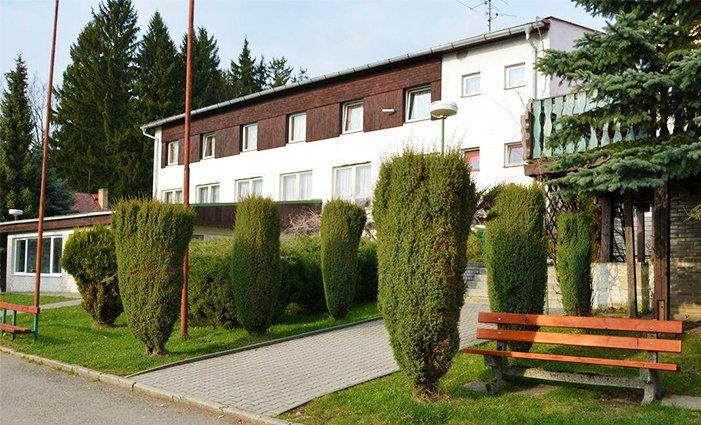 4 nebo 5 dní pro 2 či 10 osob v chatkách nebo bungalovech Parkhotelu Mozolov na jihu Čech