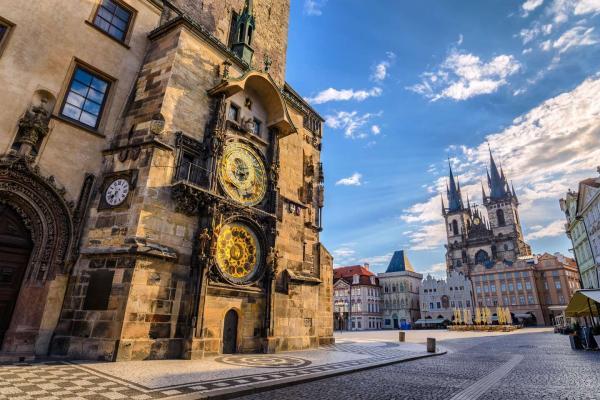 Pražské výlety se zázemím v hotelu Carl Inn**** v klidné rezidenční části Prahy 6 se snídaní, slevou na večeři i 1 dítětem do 10let zdarma